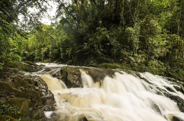 Cachoeiras da cidade de SP. Cachoeira do Sagui localizada na região de Eng Marsilac, no extremo sul, perto do início da Serra do Mar (Foto: Eduardo Knapp/Folhapress, COTIDIANO)