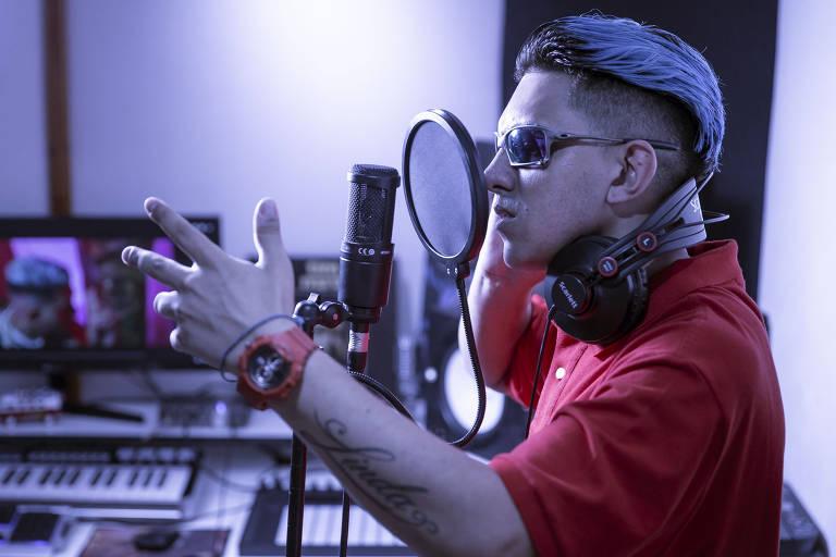 O nome verdadeiro do funkeiro é Leandro Aparecido Ferreira. Ele tem 26 anos, nasceu em Embu das Artes e cresceu no Capão Redondo, na zona sul de São Paulo