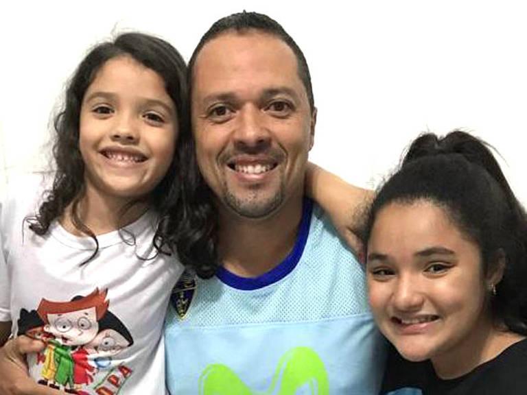 André Luiz Silveira, 39 anos, professor na rede pública, pretende comprar pouco material escolar para as filhas Heloísa, 8, e Thainá, 13