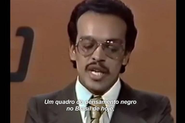 """Jornalista Paulo Roberto Leandro em fala de abertura no documentário 'O Negro da Senzala ao Soul' e reproduzida no """"AmarElo"""", de Emicida"""