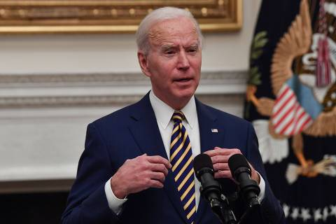 US President Joe Biden speaks about the Covid-19 response before signing executive orders for economic relief to Covid-hit families and businesses in the State Dining Room of the White House in Washington, DC, on January 22, 2021. (Photo by Nicholas Kamm / AFP)