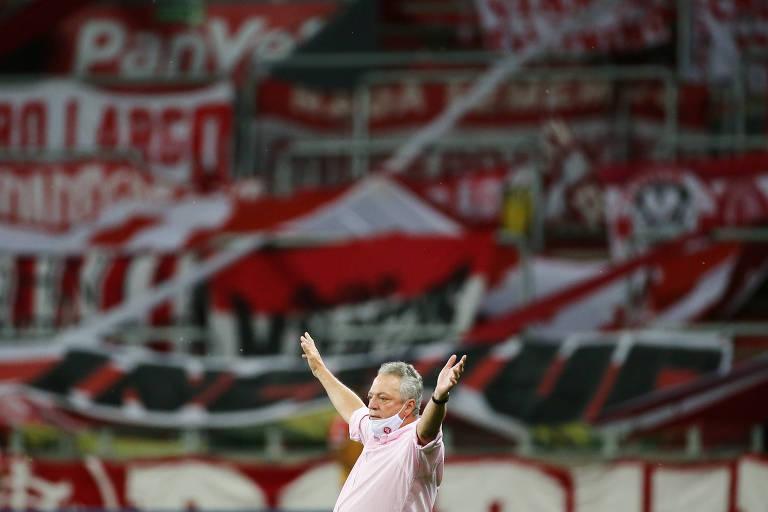 Chamado de ultrapassado, Abel Braga deu uma aula sobre o futebol do futuro