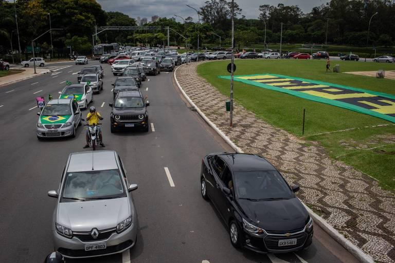 Após esquerda, grupos à direita promovem carreatas contra Bolsonaro
