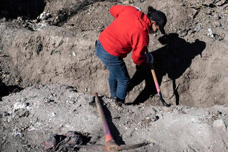 Polícia encontra 19 corpos carbonizados em estrada na fronteira entre México e EUA