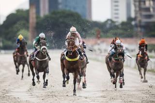 ***Esp 80 anos do Jockey Club de Sao Paulo*** Corrida de Cavalos  de 1.000 metros na areia. Terceiro  Pareo do sabado