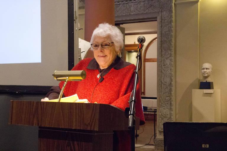 Linda Nochlin, historiadora de arte americana, Professora Emérita da cátedra Lila Acheson Wallace de Arte Moderna no Instituto de Belas Artes da Universidade de Nova York