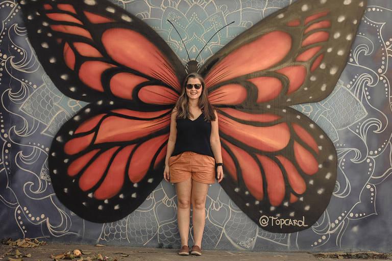 A escritora e consultora especialista em viagem e intercâmbio Carol Santin em passeio pela Vila Madalena