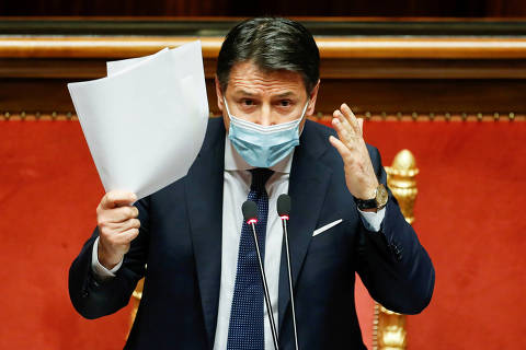 FILE PHOTO: Italian Prime Minister Giuseppe Conte gestures as he speaks ahead of a confidence vote at the upper house of parliament after former Prime Minister Matteo Renzi pulled his party out of government, in Rome, Italy, January 19, 2021. REUTERS/Yara Nardi/Pool/File Photo ORG XMIT: FW1