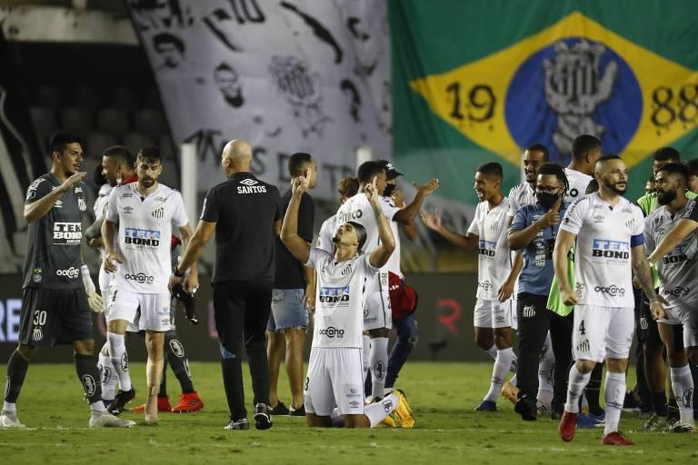 Jogadores do Santos comemoram a classificação para a final da Libertadores