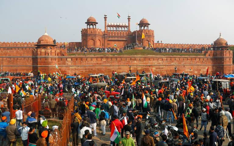 Agricultores indianos invadem Forte Vermelho em manifestação em Nova Déli