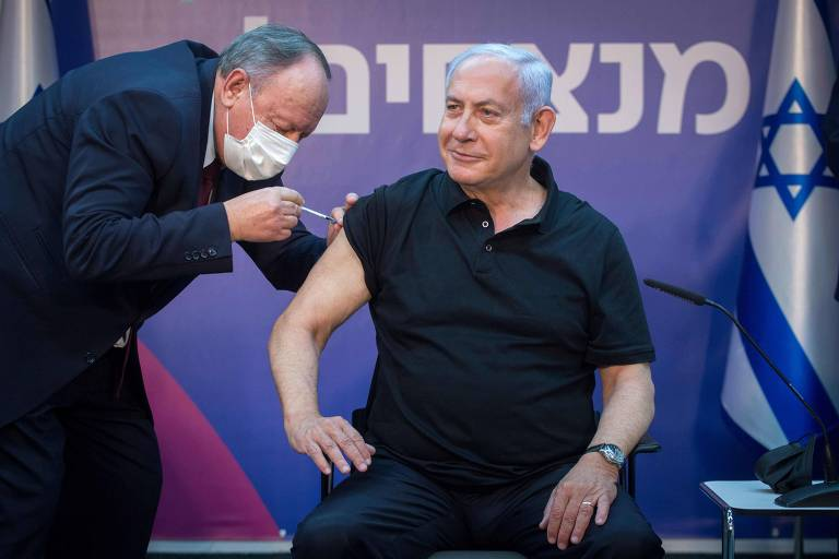 Netanyahu recebe a segunda dose da vacina da Pfizer, perto de Tel Aviv