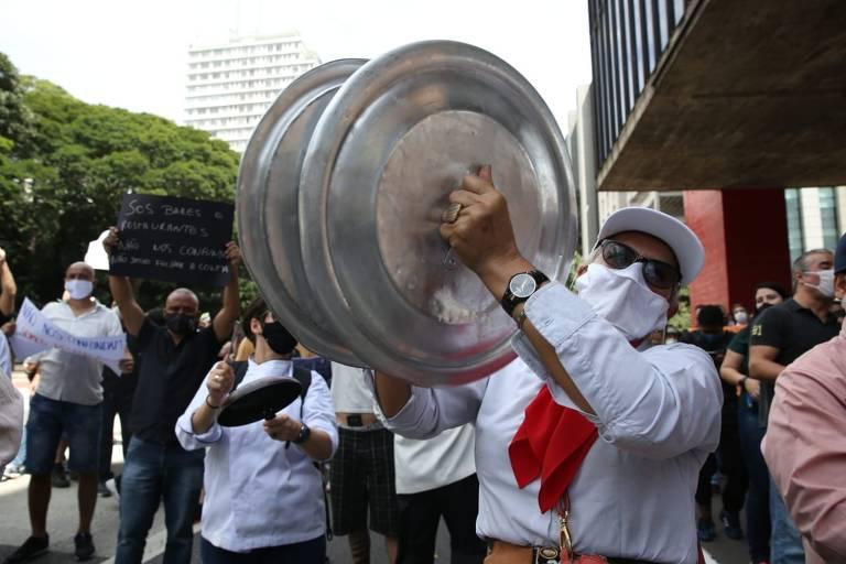 Setor de bares e restaurantes protesta contra endurecimento da quarentena em SP