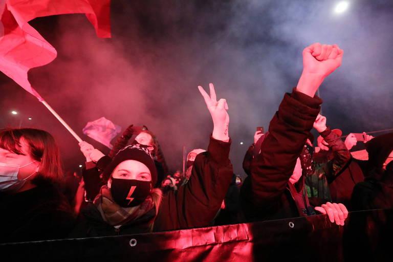 Governo impõe nova proibição ao aborto e reacende protestos na Polônia