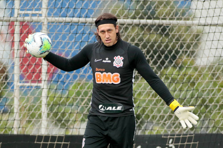 O goleiro Cássio durante treino do Corinthians