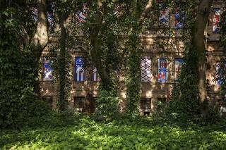 Especial Descubra Sao Paulo. Fachada lateral do Museu Pinacoteca vista do  Parque da Luz no Centro de Sao Paulo