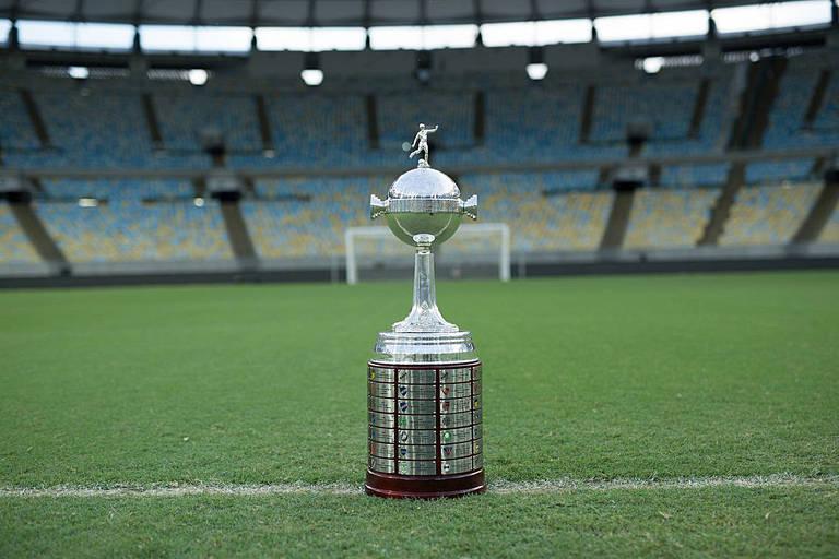 A taça da Libertadores no Maracanã