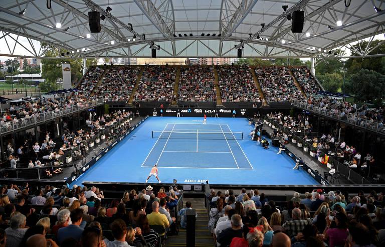 Na pandemia, 4 mil pessoas lotam evento de tênis na Austrália