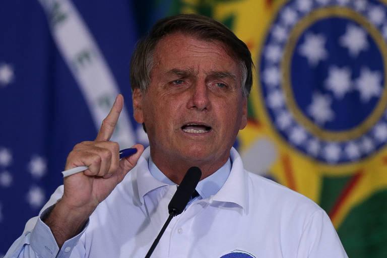 """Bolsonaro também anunciou que vai zerar  a tarifa para importação de pneus """"para os caminhoneiros que passam dificuldades"""""""