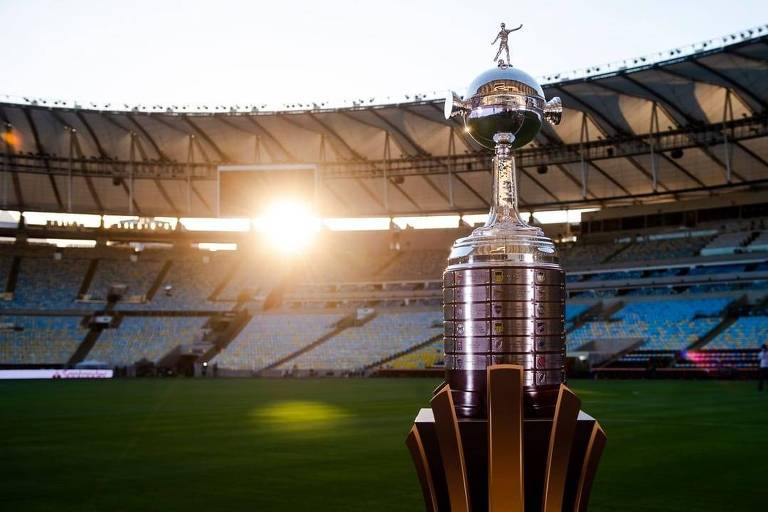 A cobiçada taça da Libertadores, no Maracanã, palco da disputa deste sábado