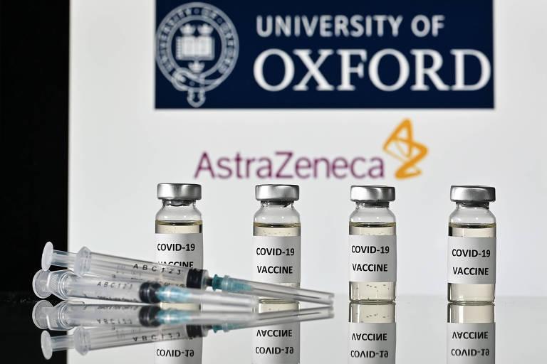 Foto de 17 de novembro de 2020 mostra frascos com a vacina contra Covid-19 fabricada pela AstraZeneca e pela Universidade de Oxford.