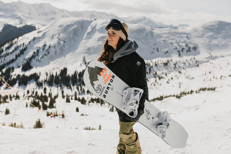 Americana quer inspirar e fazer história no snowboard após perder um braço