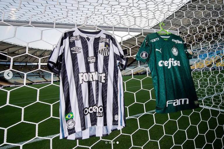 Camisas de Santos e Palmeiras expostas atrás de um dos gols do Maracanã, palco da final da Libertadores entre as duas equipes