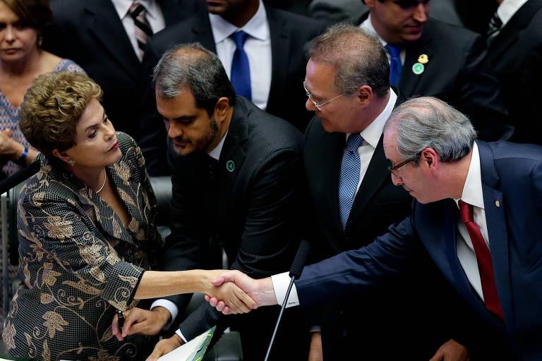 Dilma Rousseff cumprimenta Eduardo Cunha em sessão solene no Congresso Nacional