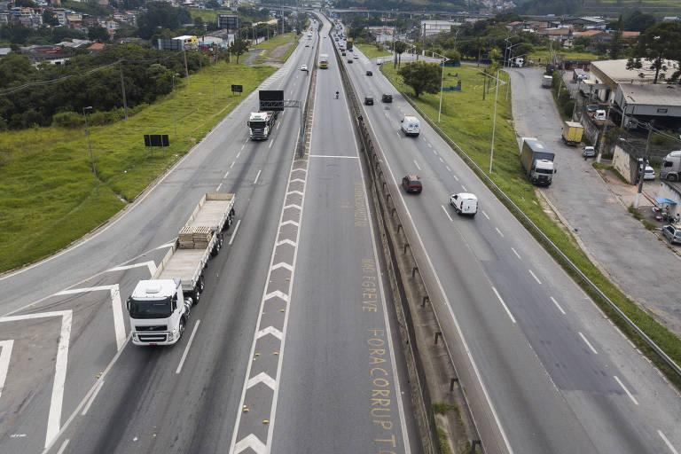 Na Régis Bittencourt, em São Paulo, trânsito segue normal e sem paralisação