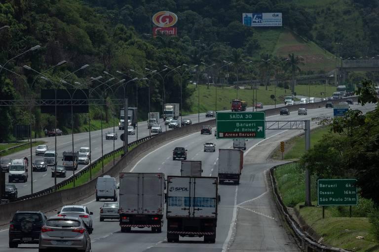 A rodovia Castelo Branco, sentido interior, na altura do quilômetro 30, pela manhã de segunda-feira (1º)