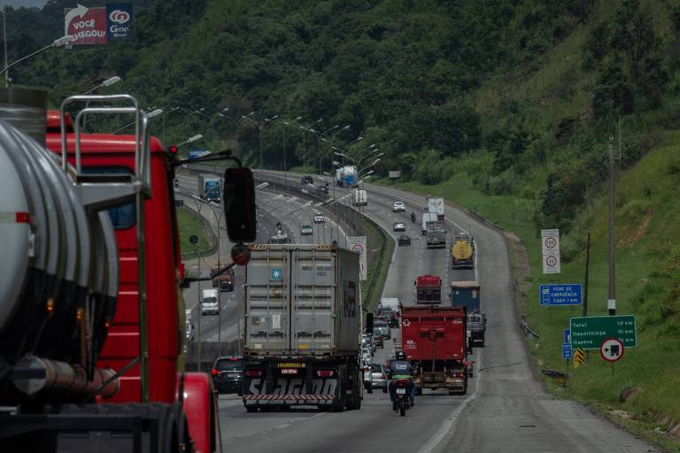 Em aceno a caminhoneiros, governo reduz de 13% para 10% a adição de biodiesel ao óleo diesel