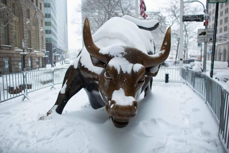 Nevasca histórica suspende campanha de vacinação contra Covid em Nova York
