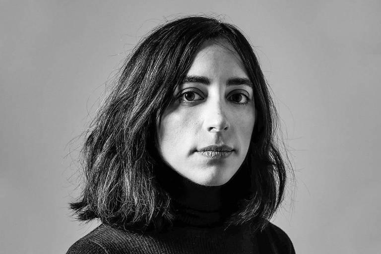 Livro 'A Estrangeira' se beneficia da dúvida entre a ficção e a autobiografia