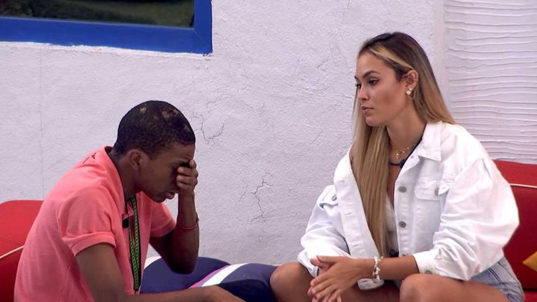 Lucas Penteado ironiza postura isenta de Sarah Andrade após polêmica política