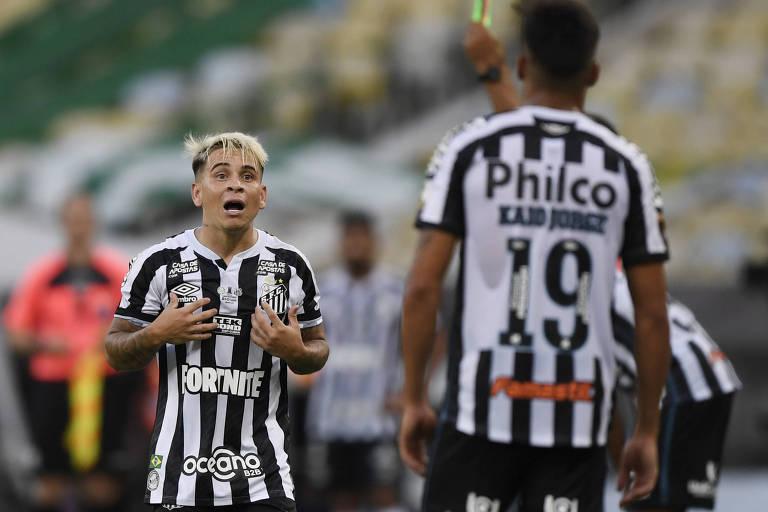 Soteldo conversa com Kaio Jorge durante a final da Libertadores, no Maracanã