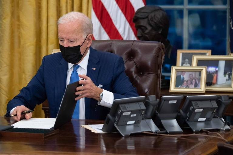 Joe Biden assina ordens executivas relacionadas à imigração