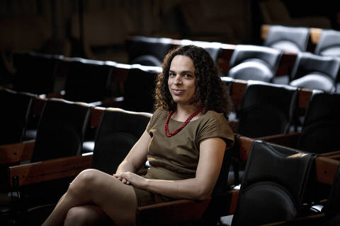 SÃO PAULO, SP, BRASIL, 20-01-2021: Retrato da escritora, feminista, professora  e transexual, Amara Moira, no auditório da Folha.(Foto: Bruno Santos/ Folhapress) *** FSP-COTIDIANO*** EXCLUSIVO FOLHA*** ORG XMIT: AGEN2101211611386199