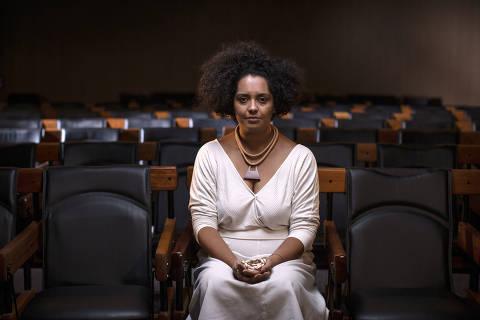 SÃO PAULO, SP, BRASIL, 15-01-2021: Retrato da jativista pelos direitos dos negros Bianca Santana, no auditório da Folha. (Foto: Bruno Santos/ Folhapress) *** FSP-COTIDIANO *** EXCLUSIVO FOLHA*** ORG XMIT: AGEN2101161155519754