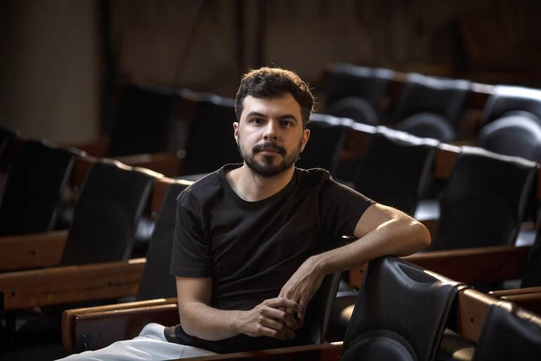 O jornalista João Abel no auditório da Folha