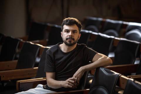 SÃO PAULO, SP, BRASIL, 14-01-2021: Retrato do jornalista João Abel, no auditório da Folha. (Foto: Bruno Santos/ Folhapress) *** FSP-COTIDIANO *** EXCLUSIVO FOLHA*** ORG XMIT: AGEN2101141913849229