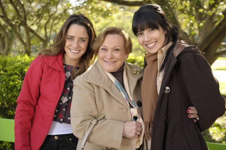 Iná ( Nicete Bruno) e Ana ( Fernanda Vasconcellos) e Manuela ( Marjorie Estiano ) em 'A Vida da Gente'