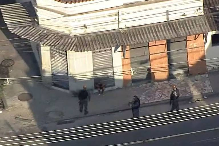 Polícia em Quintino, na Zona Norte do Rio; moradores relataram intenso tiroteio