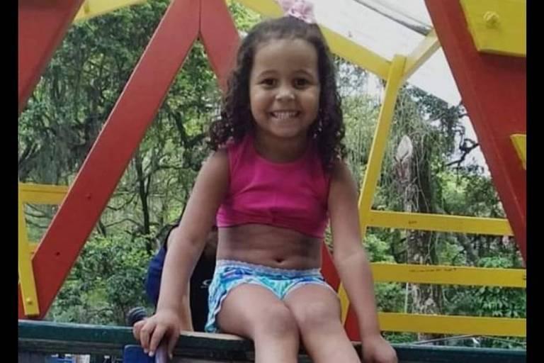 Ana Clara Machado, 5, morreu após ser atingida por um tiro na porta de casa, em uma favela de Niterói (RJ)