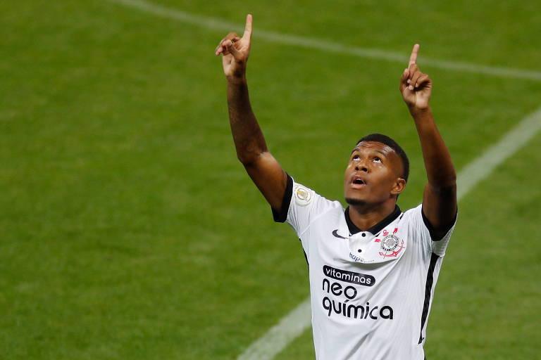 Léo Natel comemora gol contra o Ceará em partida pelo Campeonato Brasileiro, na Neo Química Arena