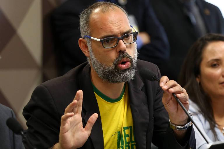 O jornalista Allan Santos, dono do site Terça Livre, durante depoimento à CPMI das Fake News no Senado em 2019