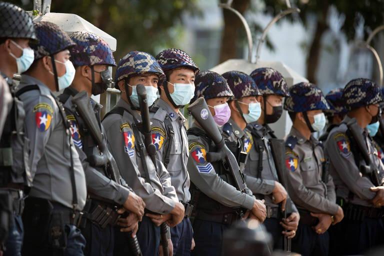 Militares bloqueiam Facebook em Mianmar em meio ao crescimento da oposição ao golpe