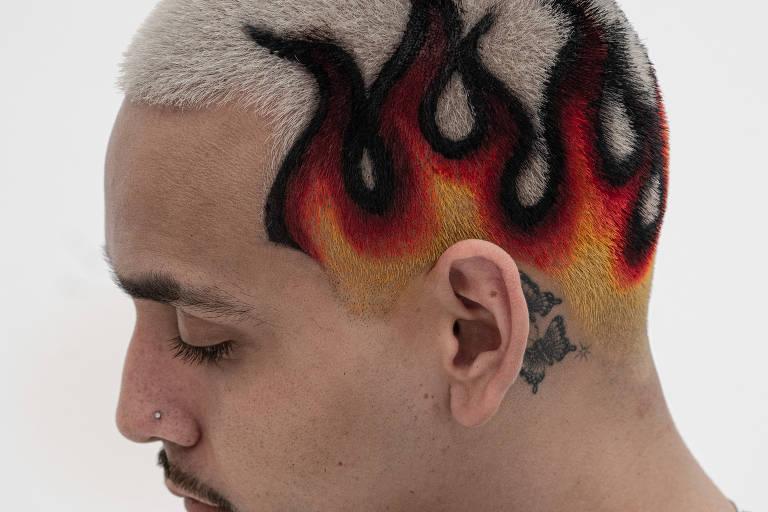 Conheça tatuagens em cabelos cortados na navalha