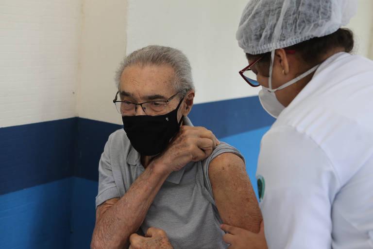 Vacinação de idosos na UBS Mooca 1