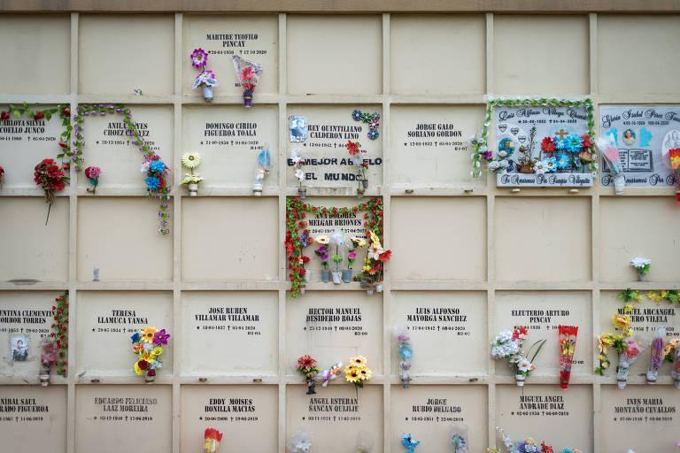 Um ano após início da pandemia, Guayaquil ainda tenta identificar mortos