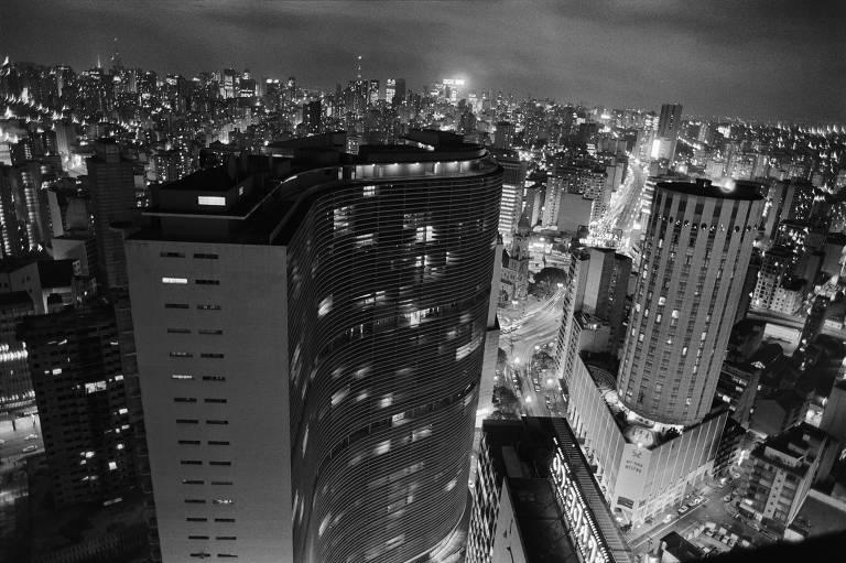 Vista noturna do Copan, nos anos 1970