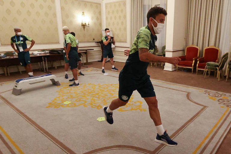Marcos Rocha durante treinamento do Palmeiras na cidade de Doha, Qatar
